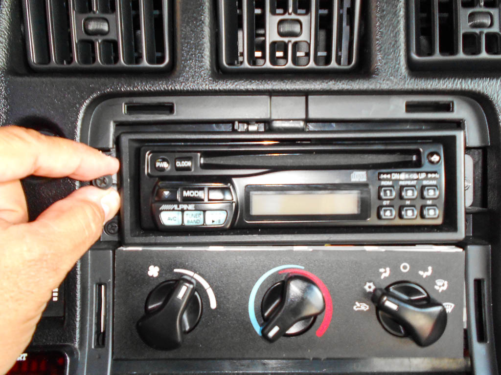 how to connect 2 amp to one head unit